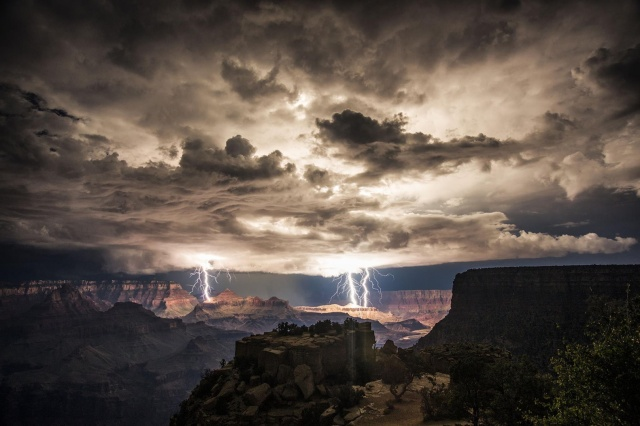 grand canyon light show